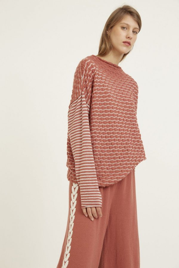 Inspired by the sweetest fruits Loose-fitting textured weave sweater. Featuring wide neck and contrasting long sleeves with stripes. Made of extra fine merino wool and a touch of super baby camel wool and viscose, for the maximum comfort and softness